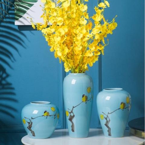 Vases bleus clairs à motif jaune